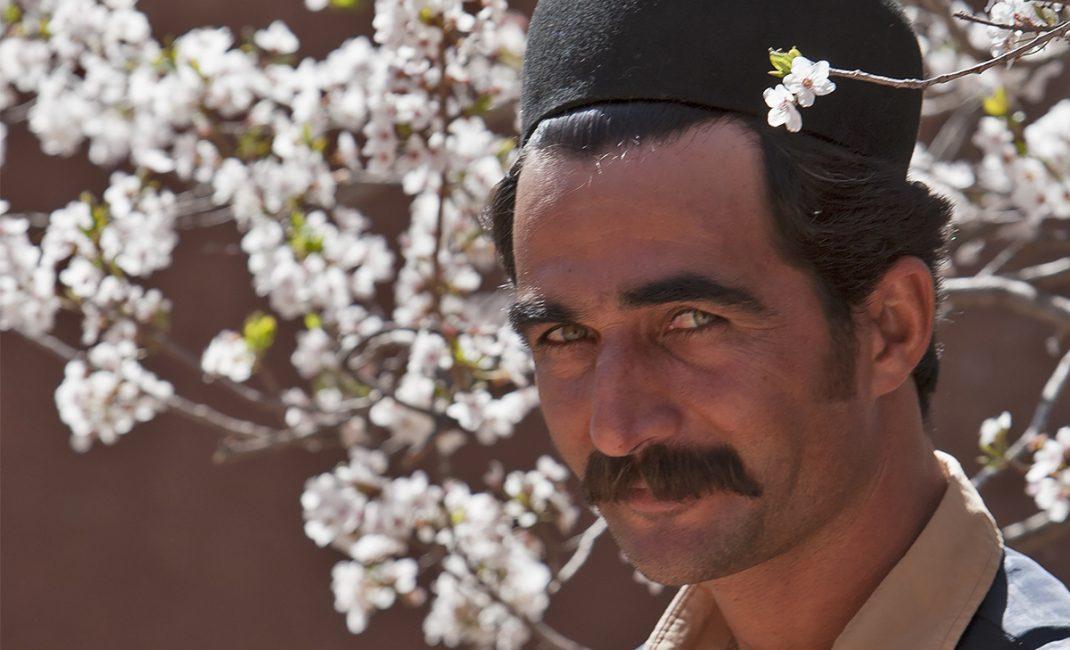 3 - Man in traditionele kledij, ter gelegenheid van het Iraanse Nieuwjaar
