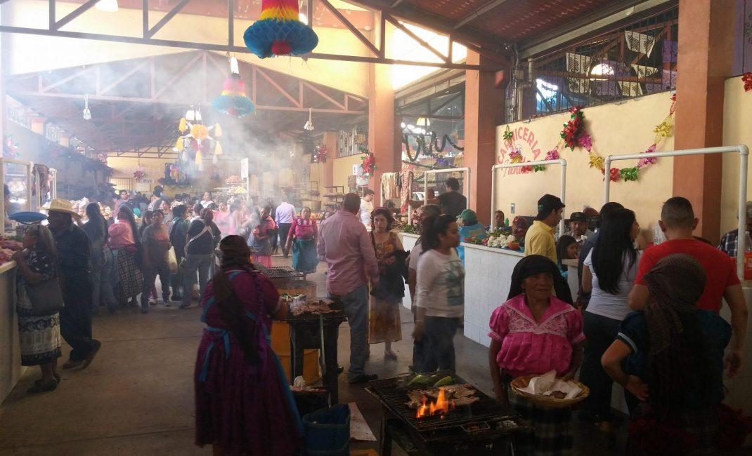 4 - gezellige drukte van de zondagsmarkt in Tlacolula