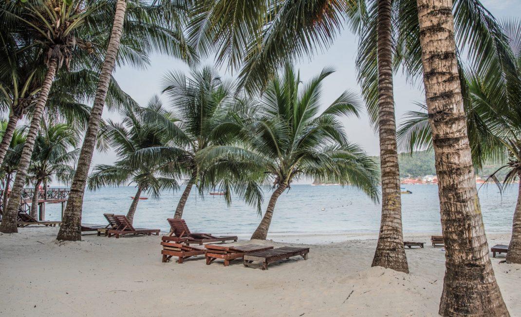 MAK_6a-witte zandstrand met palmbomen-perhentian island