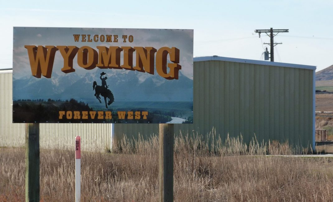 25 Wyoming Border sign