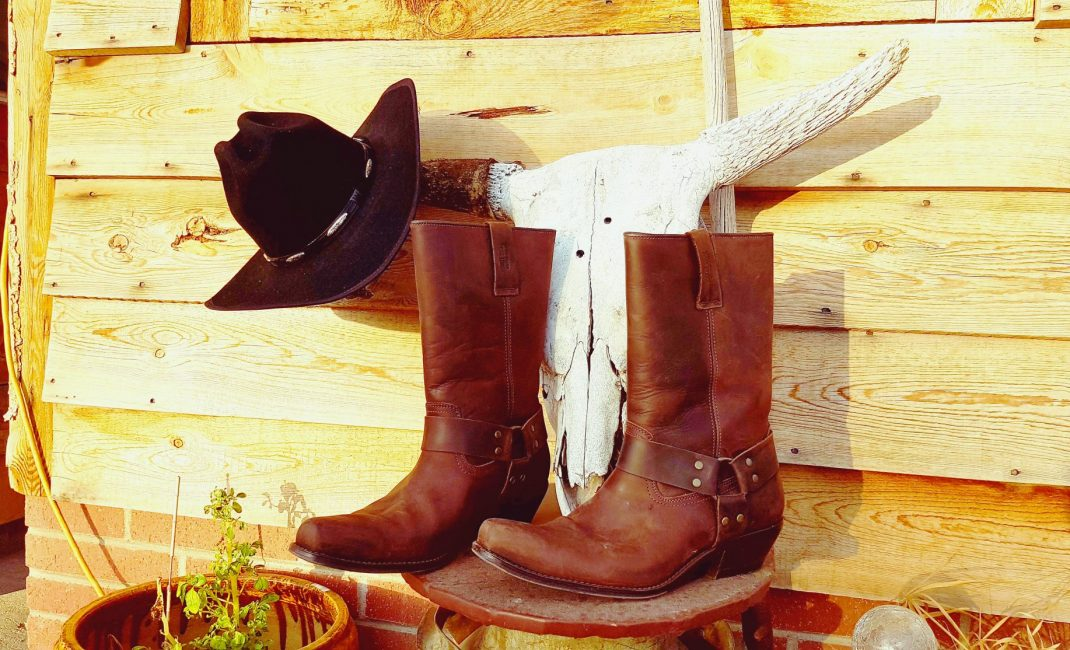 63 Varia Hat and boots